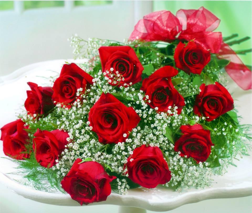 Другой сонник цветы в букетах называет «подсказками совести», которые говорят о необходимости помогать нуждающимся, и не игнорировать их просьбы.