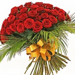 Букет 51 червени рози - Доставка на саксийни цветя Варна Magic Flowers