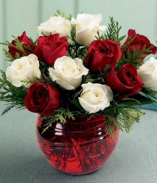 Букет бели и червени рози - Онлайн магазин за цветя Magic Flowers