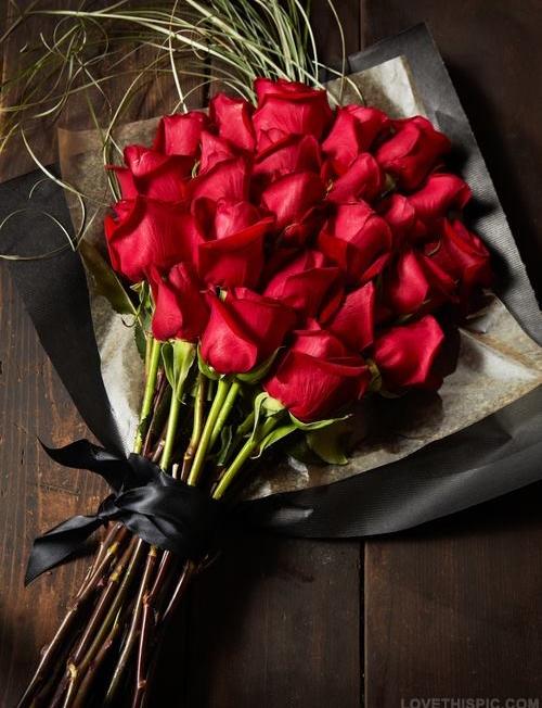 Букет Black and red - Доставка на саксийни цветя Варна Magic Flowers