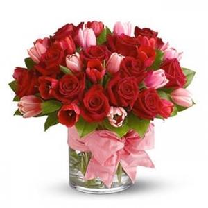 Букет микс от рози и лалета - Онлайн магазин за