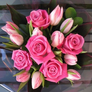 Букет Pink Happiness - Доставка на саксийни цветя Варна Magic Flowers