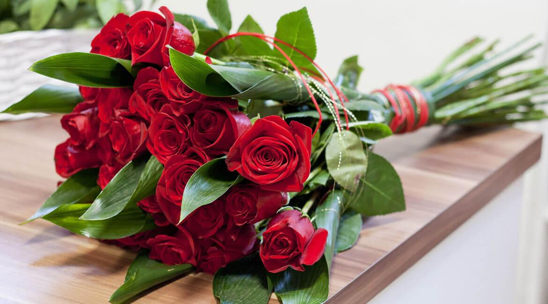 Защо подаряваме червени рози за Свети Валентин
